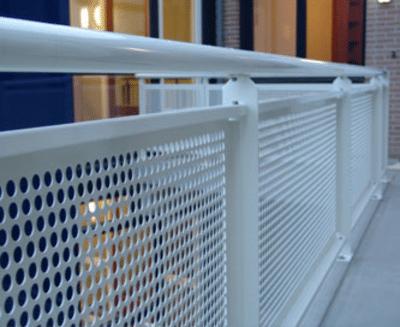 Galerijhekken kopen voor onze balkons